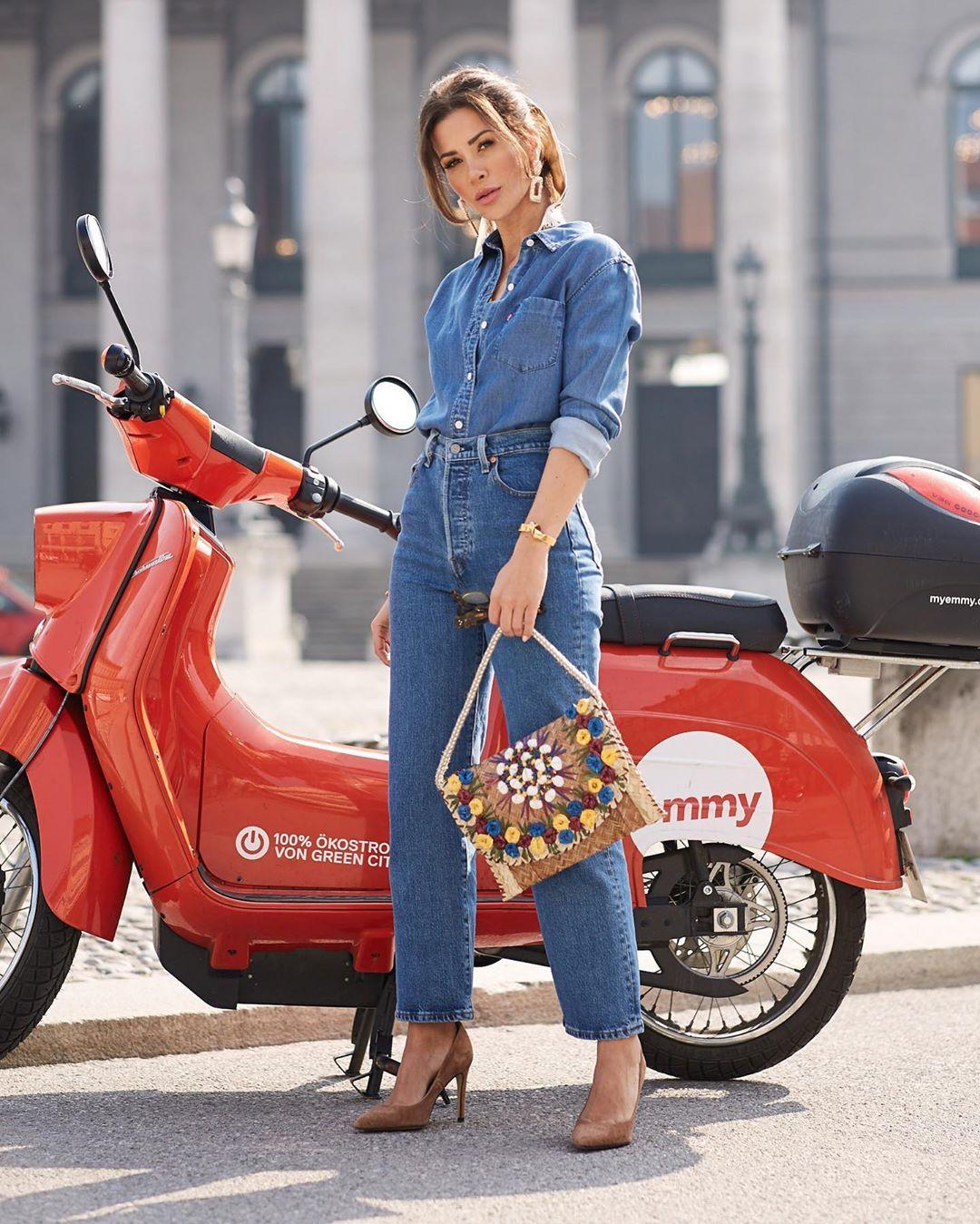 Gợi ý set đồ denim-on-denim chất cực chất từ fashion blogger Füsun Lindner 1 (25.5.2019)
