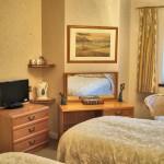 The Burrows, en suite room with corner bath in Cleethorpes