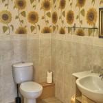 The Burrows, en suite bathroom