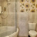 The Burrows, en suite corner bath and shower
