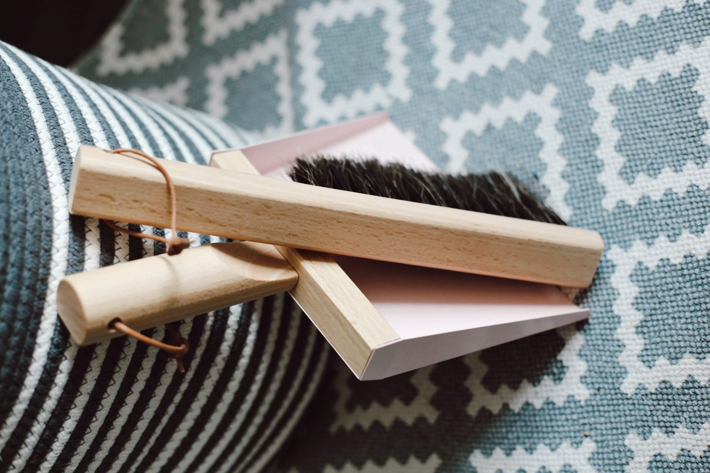 Christmas checklist - speed cleaning my house for the holidays - Launeden
