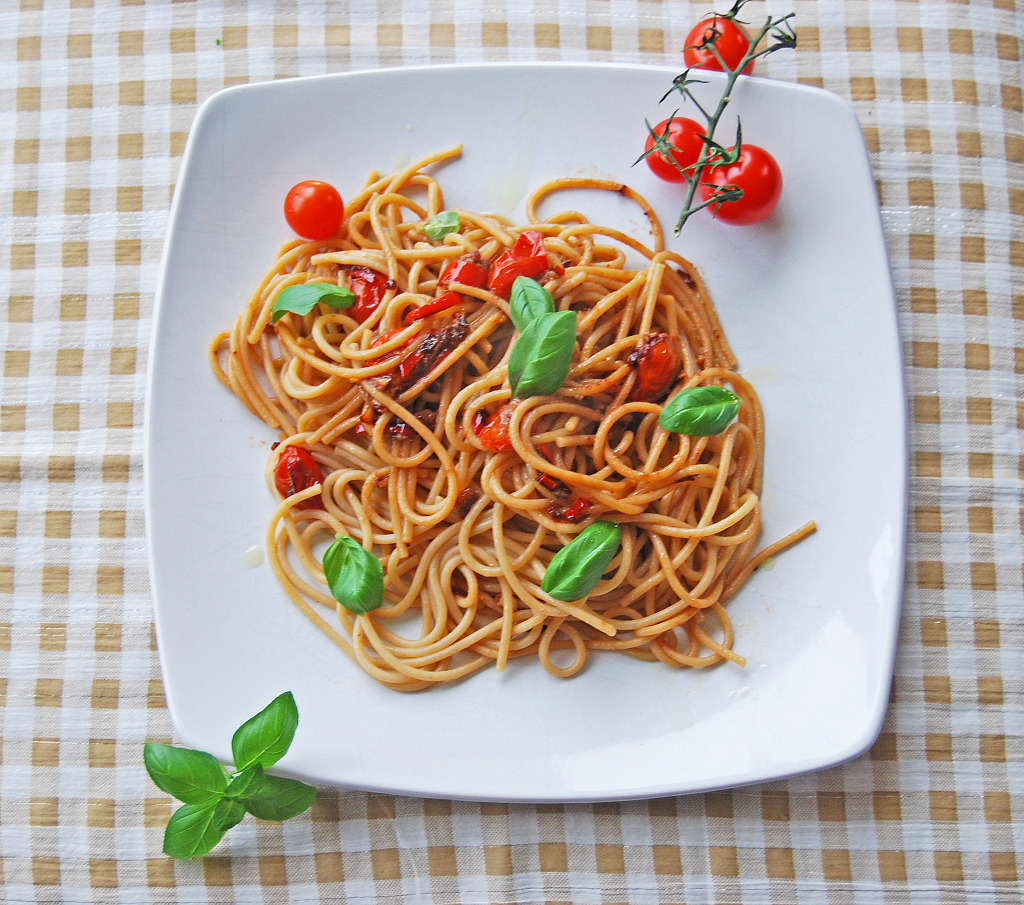 Spaghetti with Anchovy & Chilli (birds eye)
