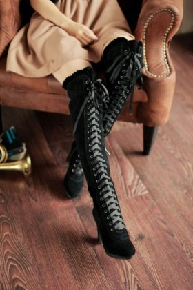 10 Knee Boot Designs For Women To Wear In This Winter Season