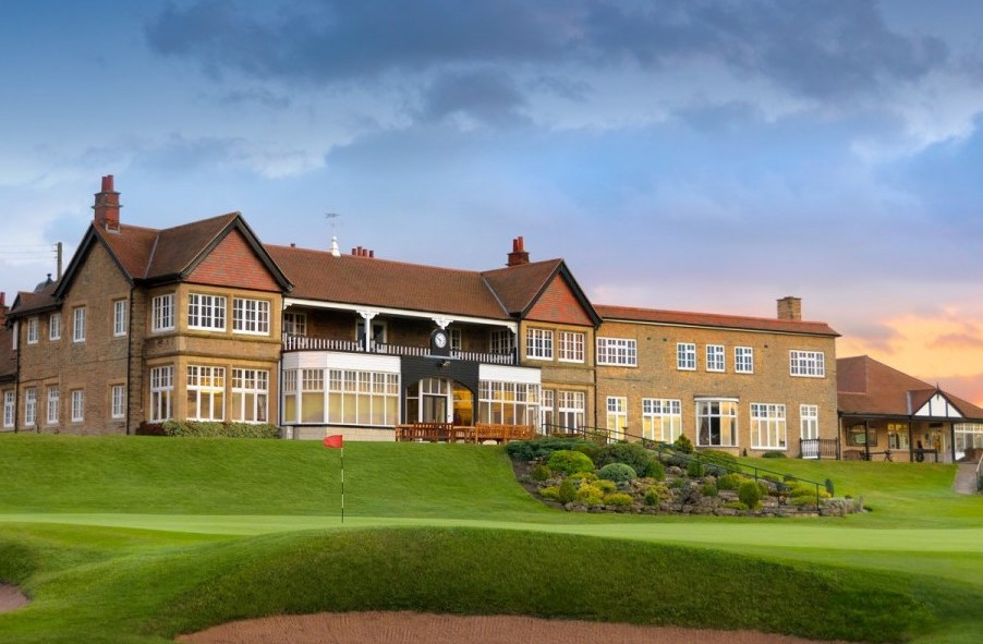 clubhouse-and-18th
