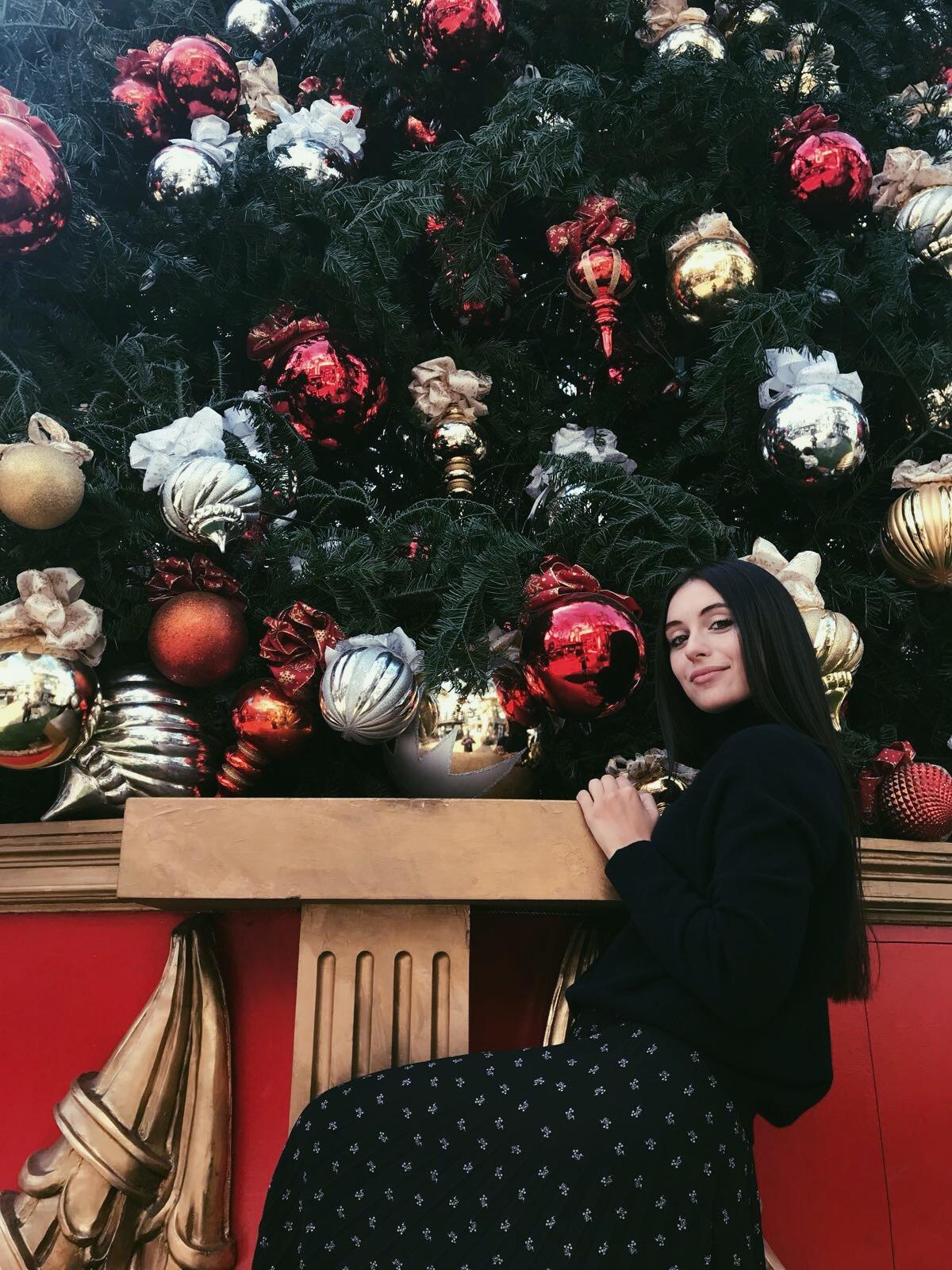 Marta Pozzan at The Grove - Holidays 2018.