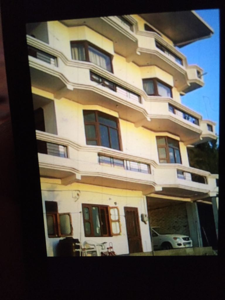 7 Bhk Independent house for sale at near kyari Bangla Waknaghat Solan Hp —- Drive in — Plot Area – 4 Biswa —- Total floor -3 — Close to Bahra University  and JP University —-Usable For PG and Guest House House — Price – 1.50 Cr