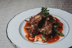 camel-Braised Beef Short Ribs w/ mashed Potatoes, Green Beans and a Red Wine Pan Sauce