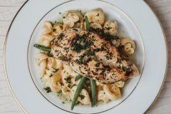 Lemon & Herb Chicken w/ green beans & macaroni and cheese