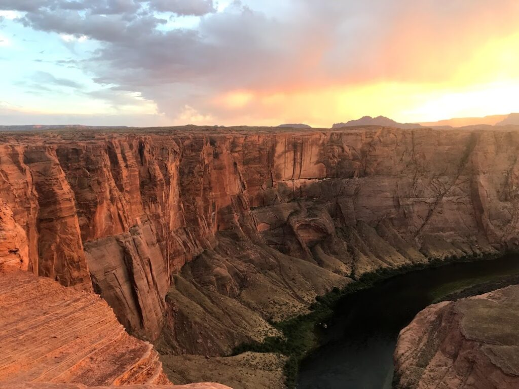 Horseshoe Bend sunset on the canyon walls