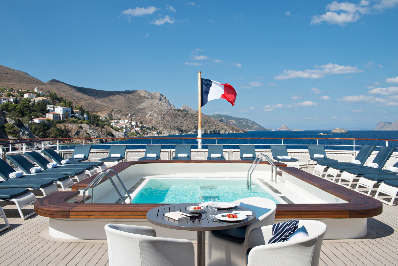 Luxury cruises pool