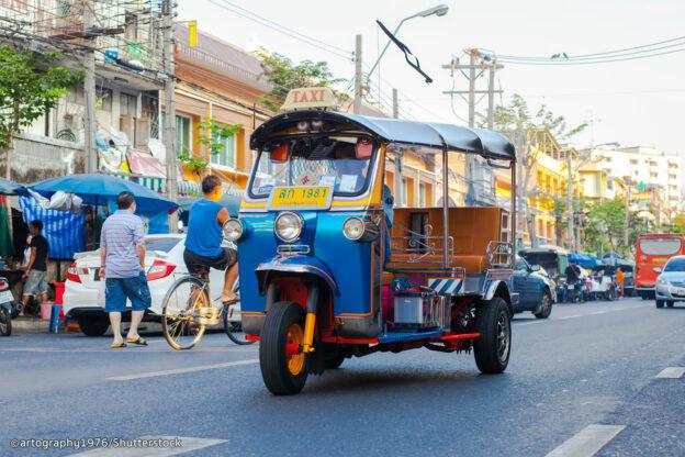 Tuktuk, Transportasi Umum Khas Negara Thailand