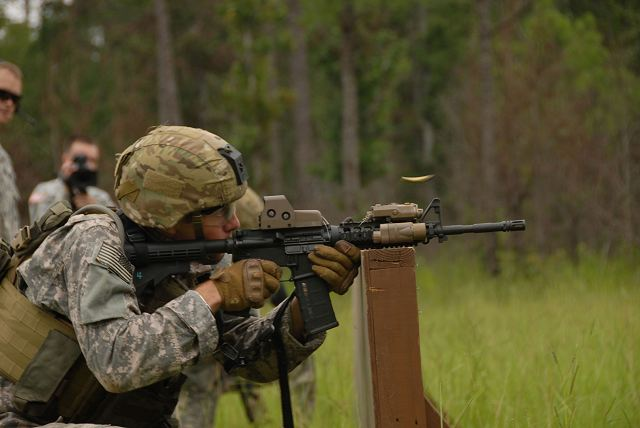 M4A1_carbine_assault_rifle_5-56mm_United_States_US_army_American_defense_industry_640_001