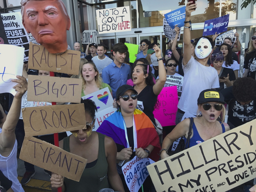 trump-protests-los-angeles-1