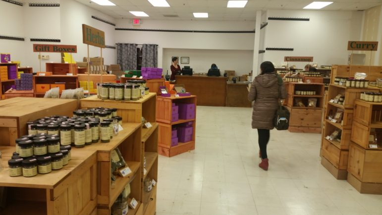 Penzeys Spices in Maplewood moves to temporary location   40