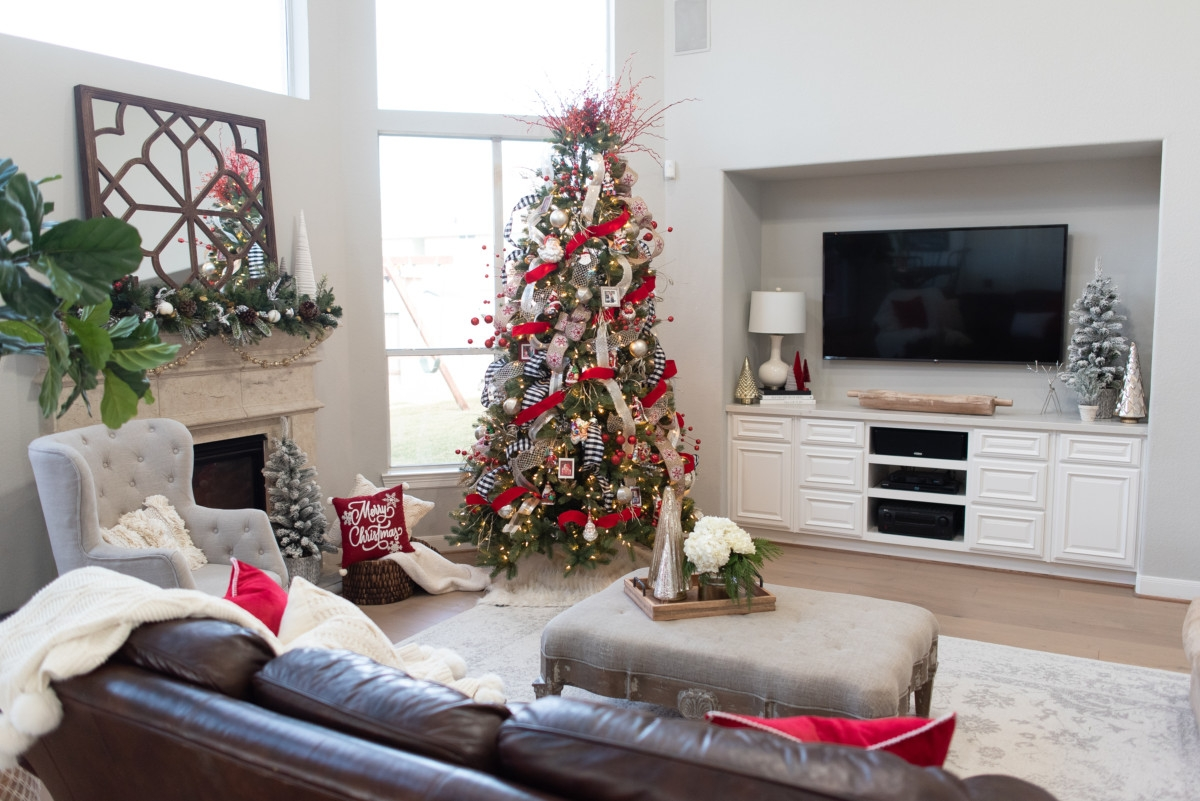 | Holiday Home Tour: Festive Christmas Home Decor featured by top Houston life and style blog Haute & Humid