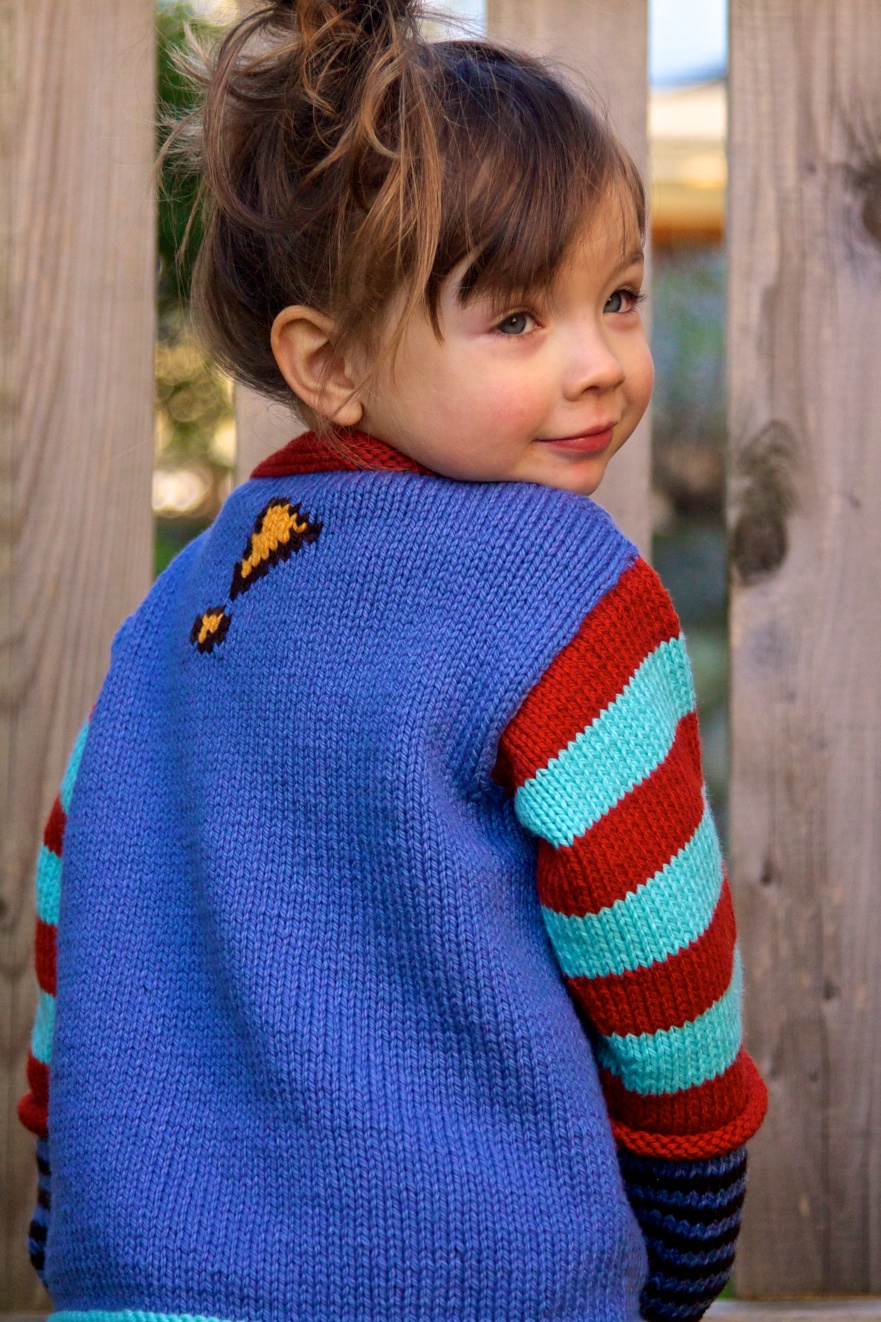 Onomatopoeia knitting pattern designed by Holli Yeoh