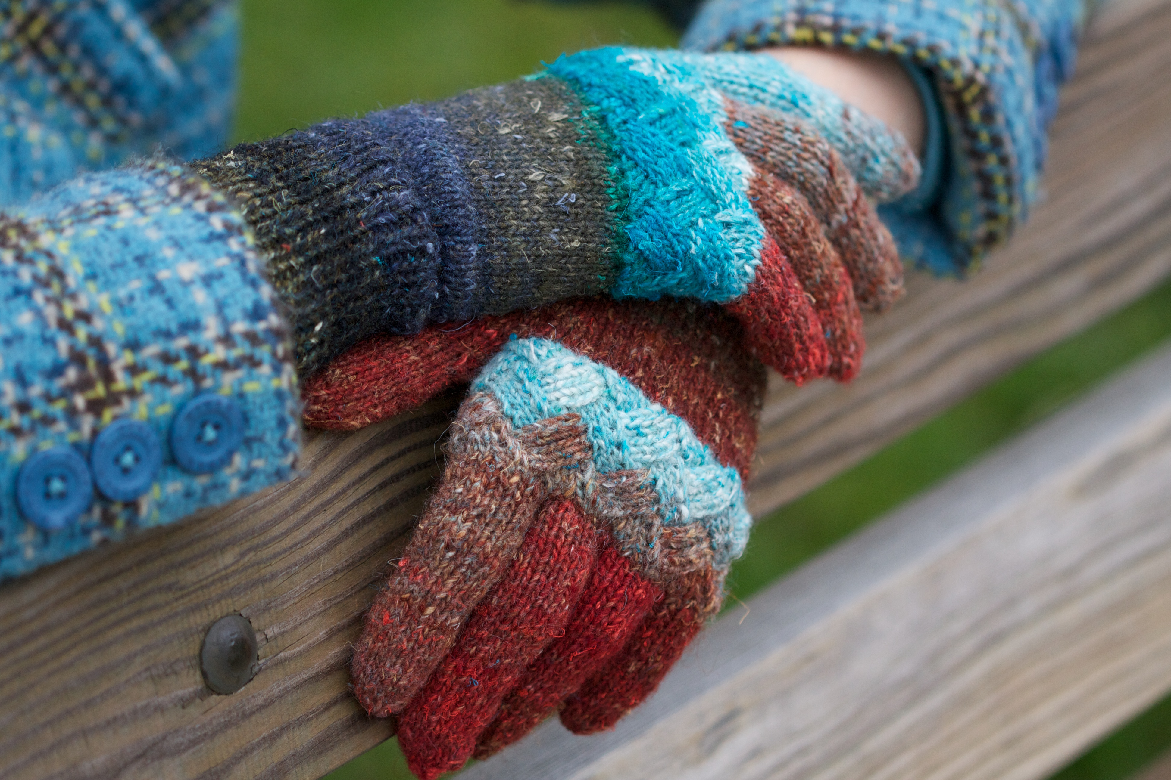 Holli Yeoh | Woven Knuckles gloves