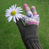 glove with daisy