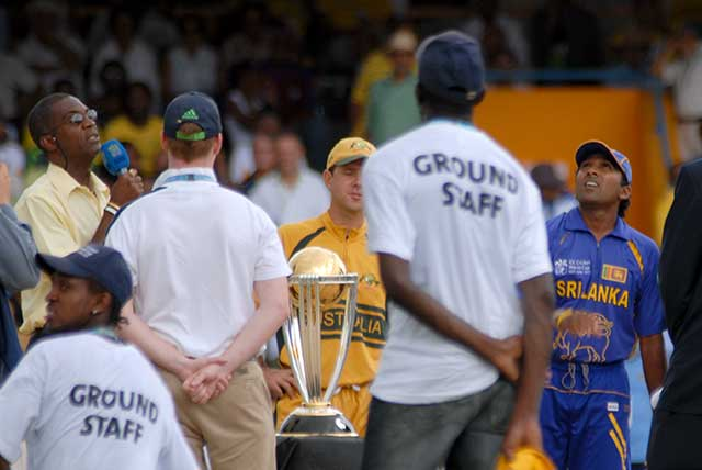 Ricky Ponting and  Mahela Jayawardene with world cup trophy
