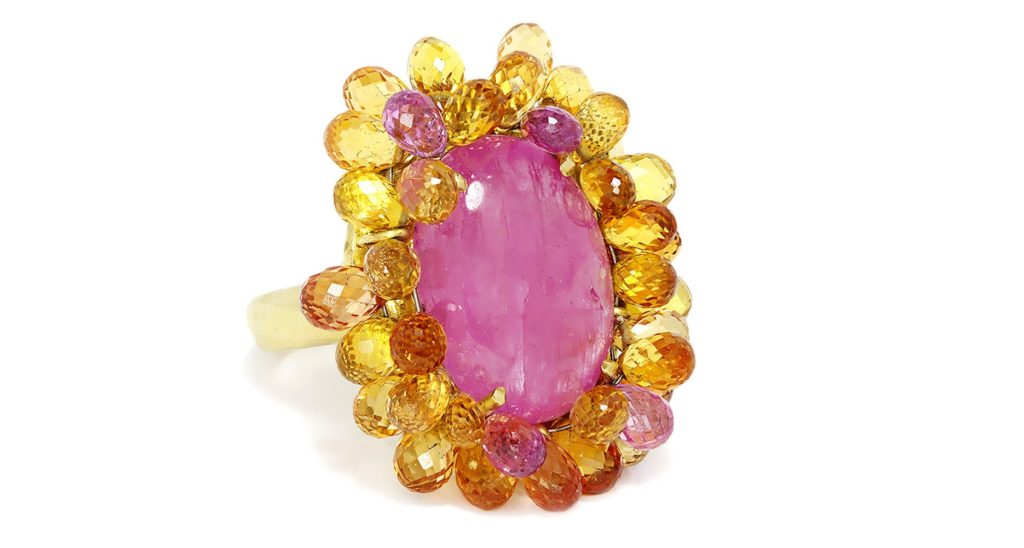Vintage Oval Cabochon Ruby Ring with Briolette Sapphire's in 18kt Yellow Gold 27.00ctw