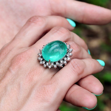 Gorgeous Cabochon Emerald Ring with Diamonds White Gold 30.00ct