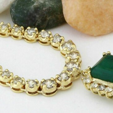 A Spectacular 13.80 Carat Natural Emerald and Diamond 18K Yellow Gold Drop Necklace