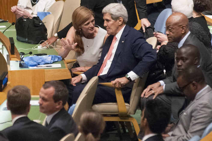 US Ambassador to the UN Samantha Power and US Secretary of State John Kerry speak informally at the UN.
