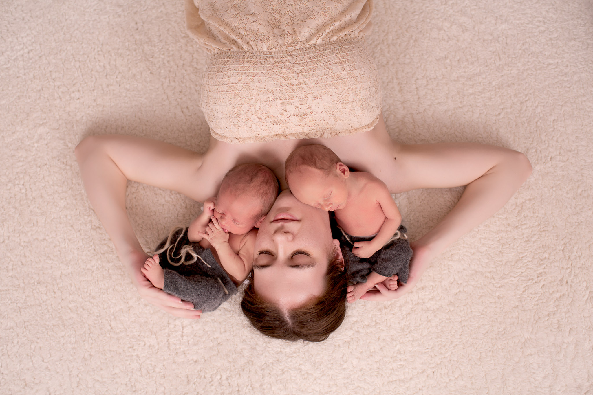 Image of mother and her babies photographed by newborn photographer KseniaP.Photography