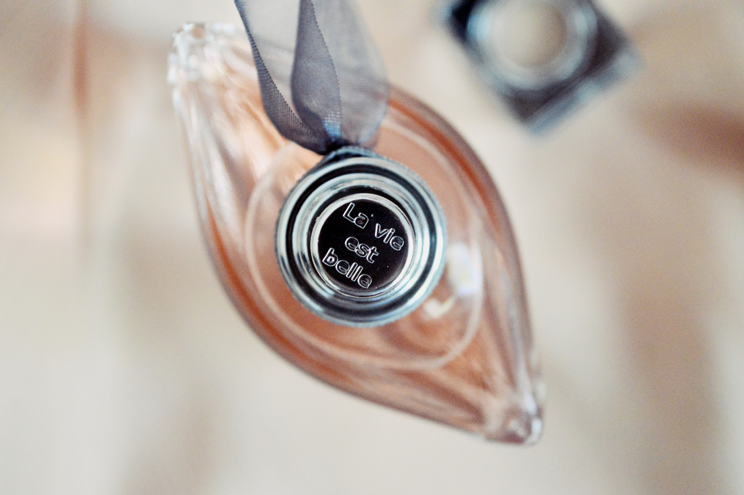 #MAKESOMEONEHAPPY with the iconic La vie est belle from Lancôme