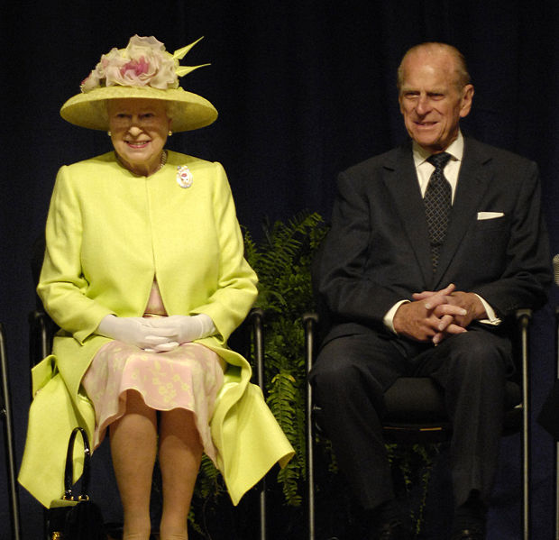 620px-Queen_Elizabeth_II_and_Prince_Philip_visiting_NASA,_May_8,_2007