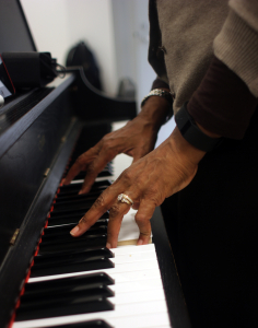 "Lenora Helm Hammonds at the keyboard in her class ""Composing Arranging and Song Writing in the Global Network."" Photo by Kimane Darden / Echo photo editor"