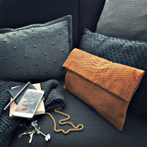 handmade-accessories-clutch-camel