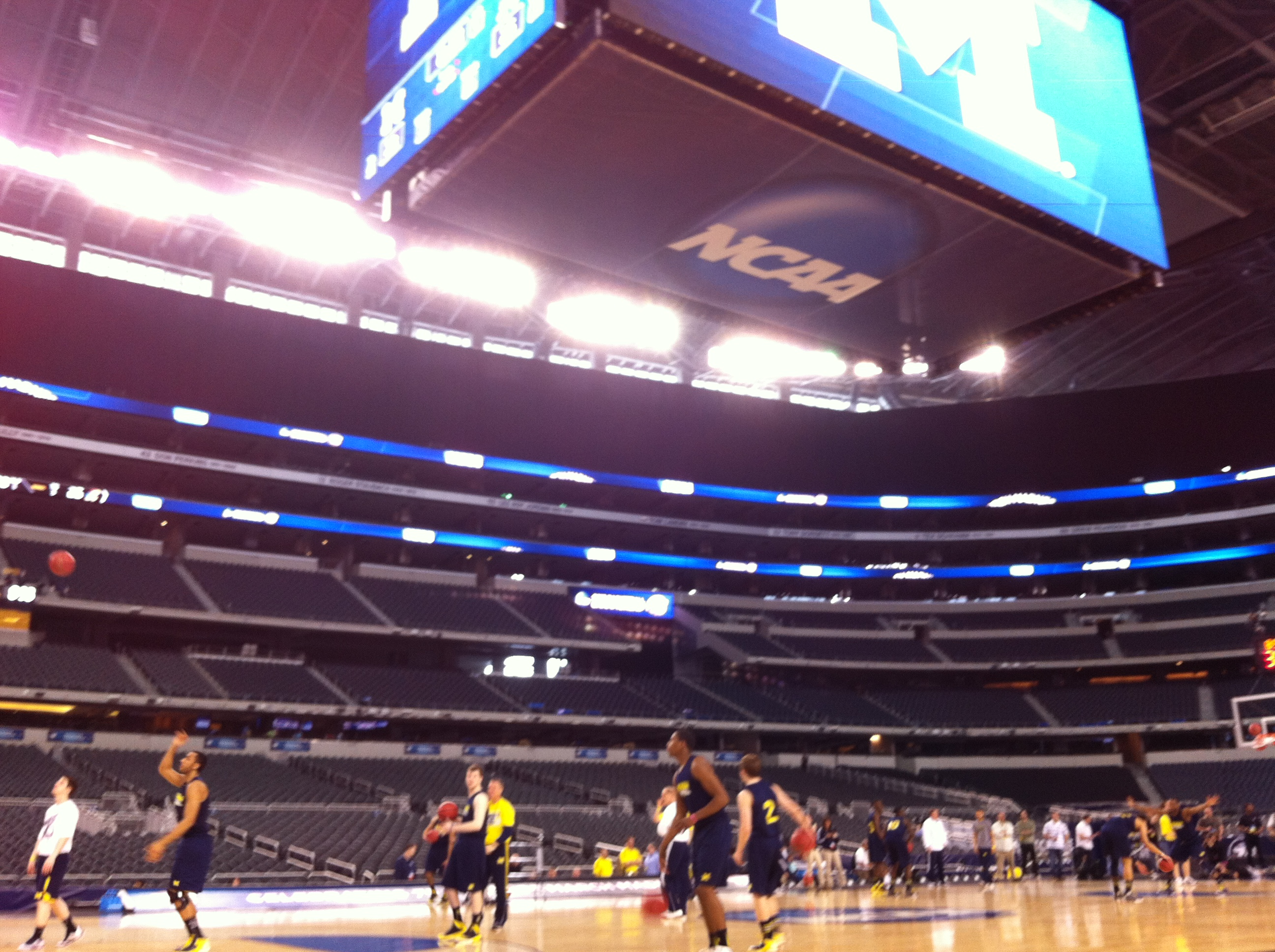 Dallas-Cowboys-Basketball-NCAA-tournament