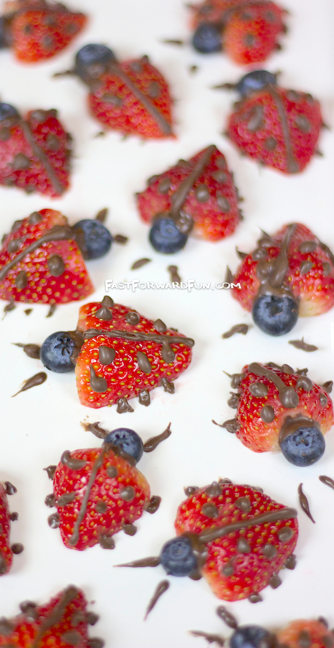 Chocolate Strawberry Ladybugs -- Awesome! Cute food for parties.