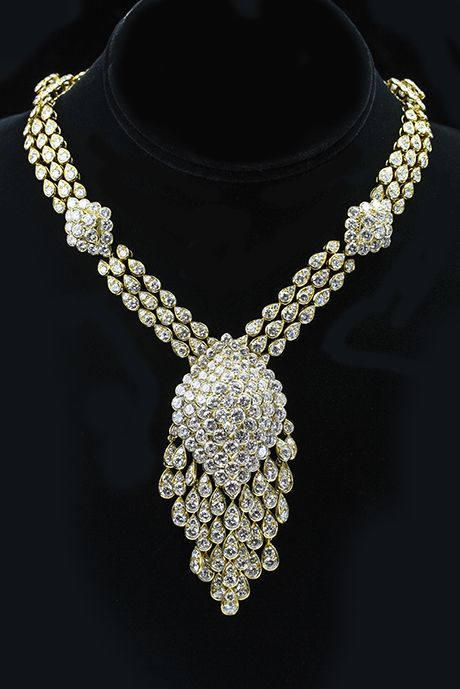 Van Cleef and Arpels Necklace This 18 karat yellow gold & diamond necklace