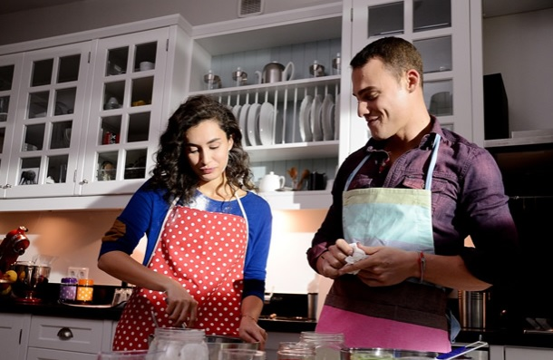 Güneşi Beklerken - Kerem ve Zeynep Pasta Yapıyor