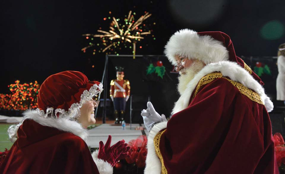 UIW celebrates 30th anniversary of Light the Way with lights, Santa and snow