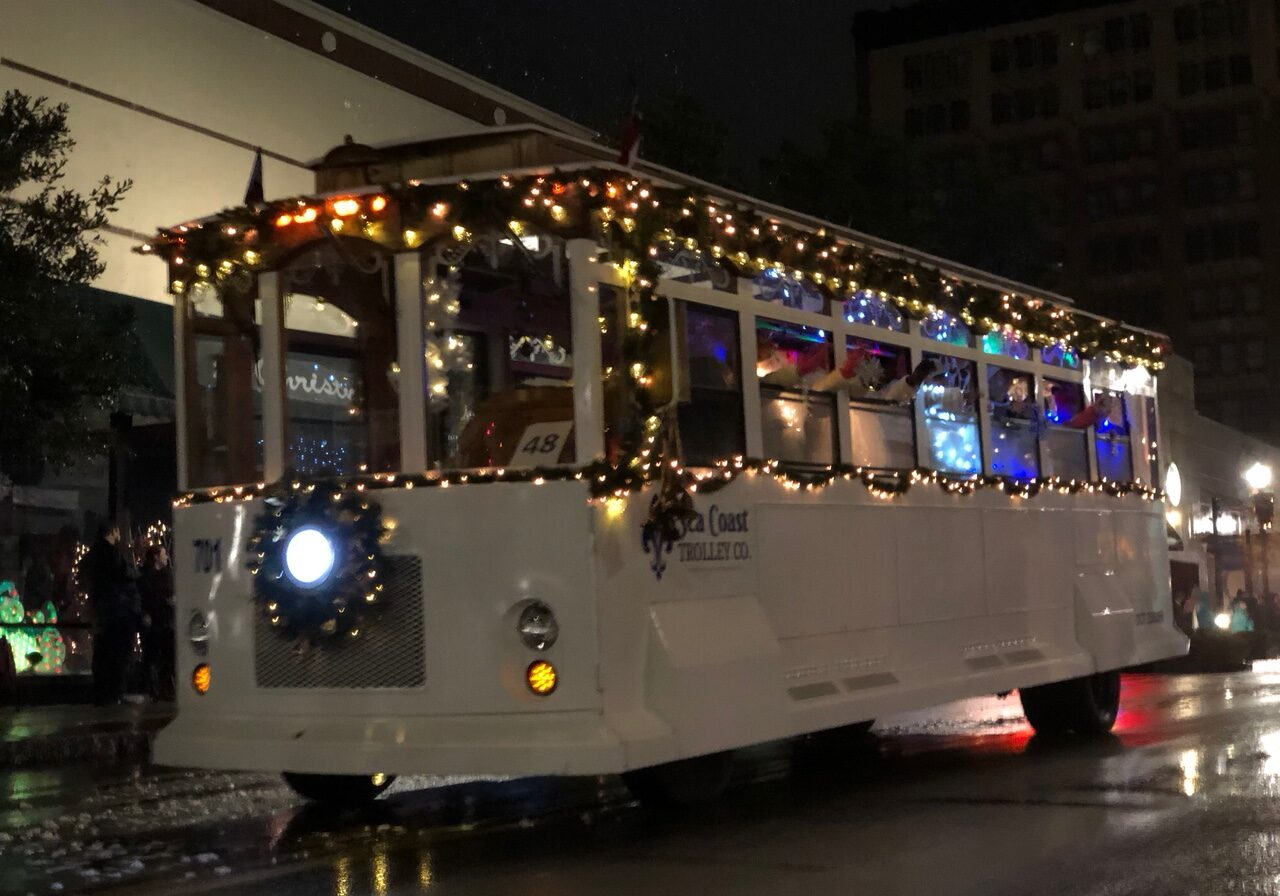 Downtown Wilmington Holiday Christmas Lights Trolley Tour