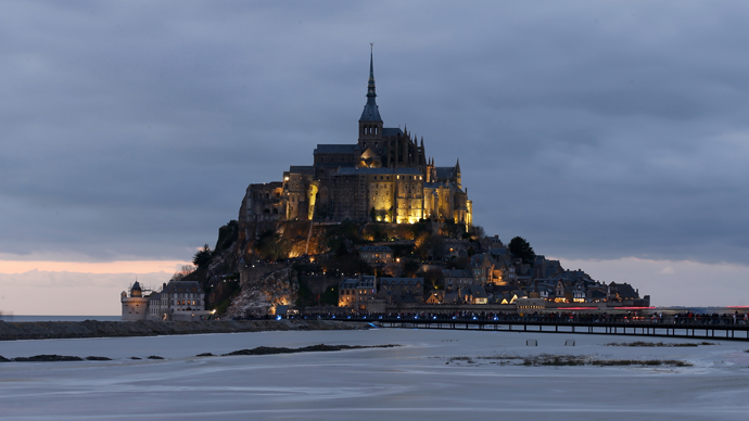 The incoming high tide surrounds the Mont Saint-Michel 11th century abbey off France's Normandy coast March 21, 2015. (Reuters / Pascal Rossignol)
