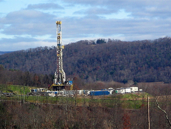 Marcellus Shale Gas Drilling Tower: Image by Ruhrfisch