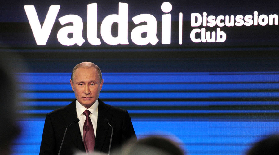 Russian President Vladimir Putin delivers a speech during a session of the Valdai International Discussion Club in Sochi, Russia, October 27, 2016. © Mikhail Klimentyev / Reuters