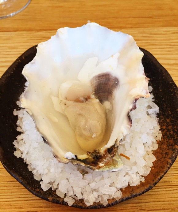 dos palillos - large grilled oyster with hot sake