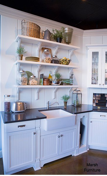 central cottage style kitchen