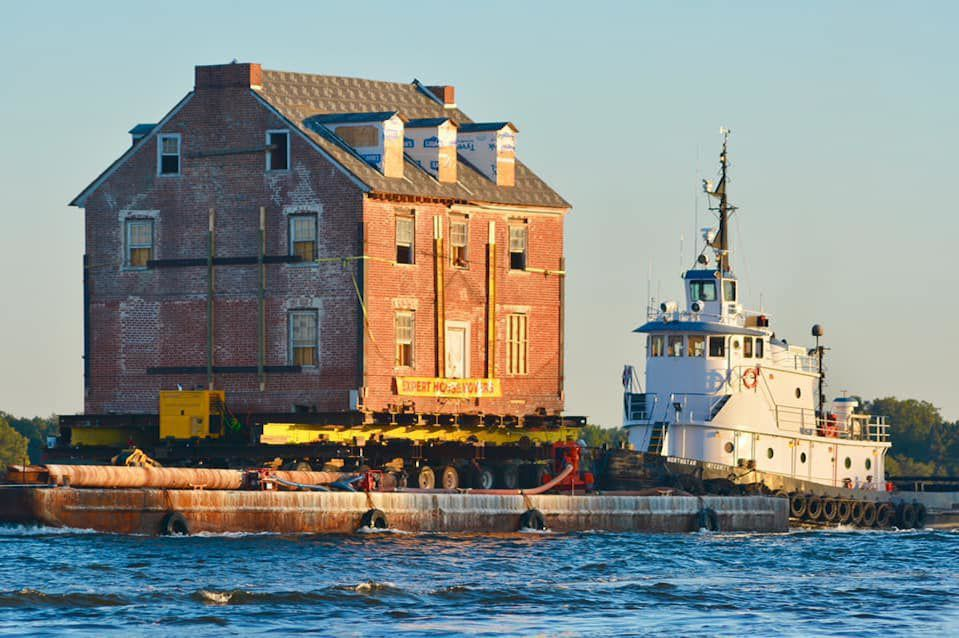 Historic Maryland mansion floats down Chesapeake Bay