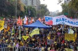 efrain_enrique_betancourt_jaramillo_cadivi_cadivi_vi_t_nam_familias_en_chile_participan_en_la_marcha_nacional_no_2B_afp_noticias.jpg