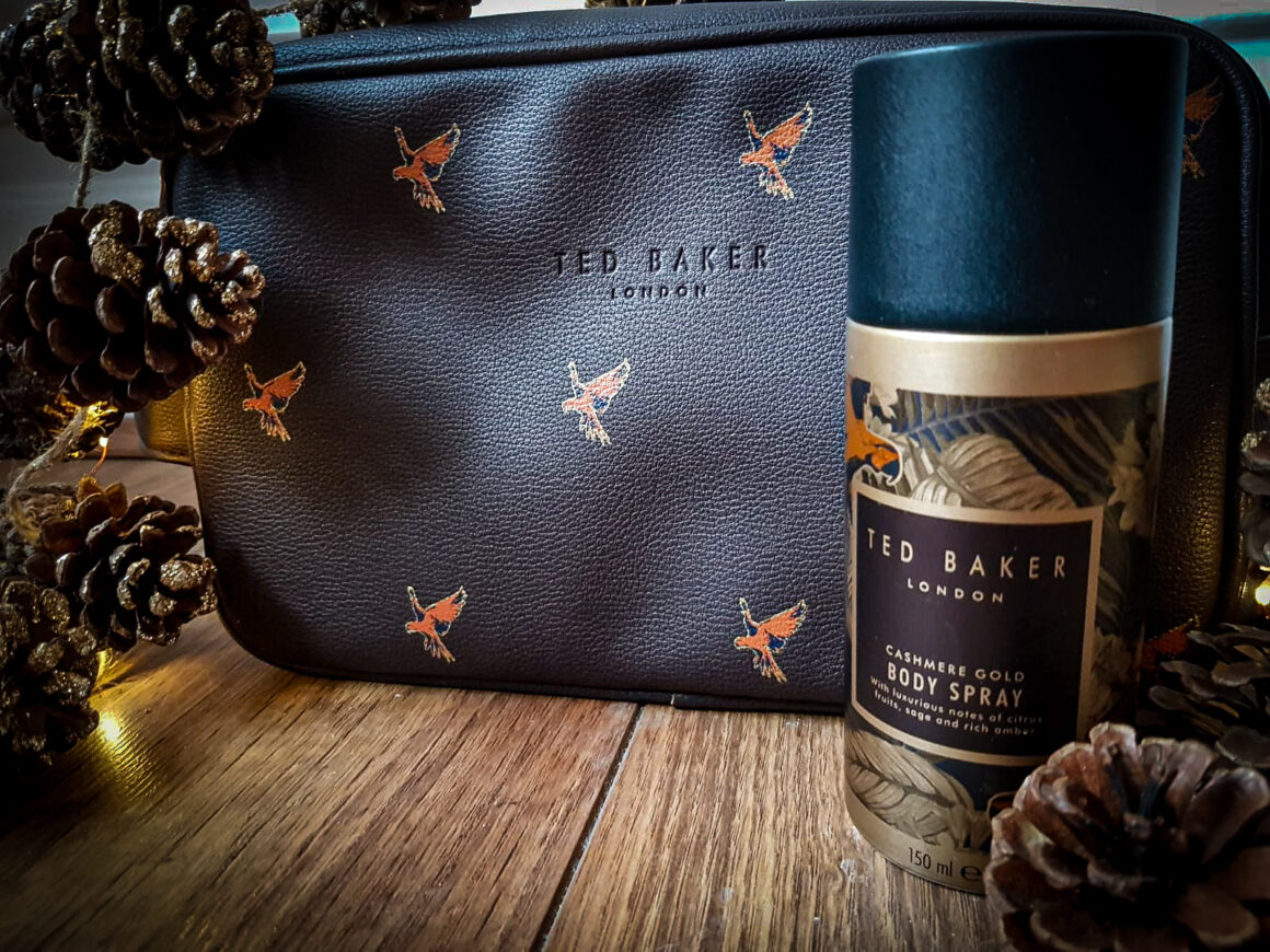 Last minute Christmas present purchases Ted Baker Caracara Wash Bag