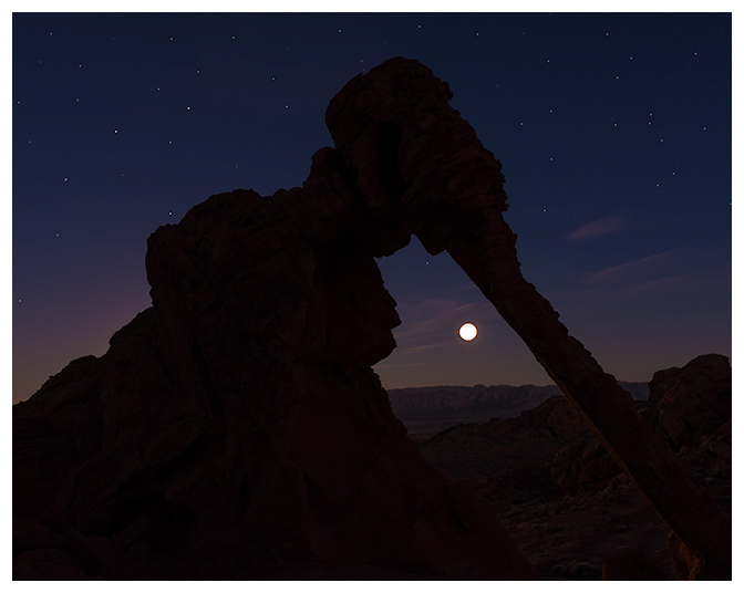 4-elephant-rock-moonrise-valley-of-fire