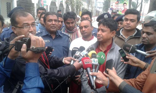 Gazipur police superintendent Harunur Rashid declared imposition of the section 144 from 2:30pm Friday for indefinite period. — New Age photo - See more at: http://newagebd.net/80179/sec-144-imposed-in-gazipur-bnp-vows-hold-rally-at-any-cost/#sthash.raikt8V6.dpuf