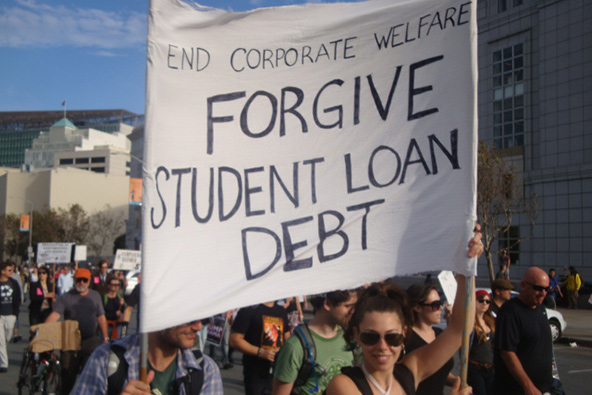 Should Federal Student Loans Be Tied to Creditworthiness?