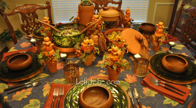 Fall Leaves & Pumpkins Themed Thanksgiving Tablescape Décor Ideas